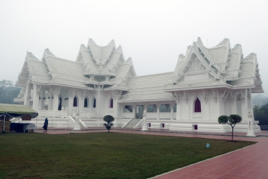 the-stunning-thai-temple-at-lumbini